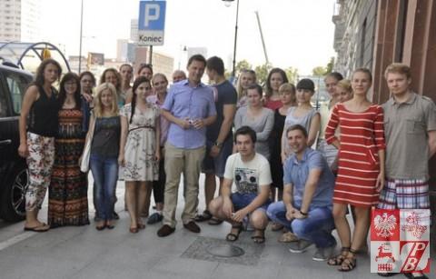 Krzysztof Ziemiec (w środku) z młodzieżą