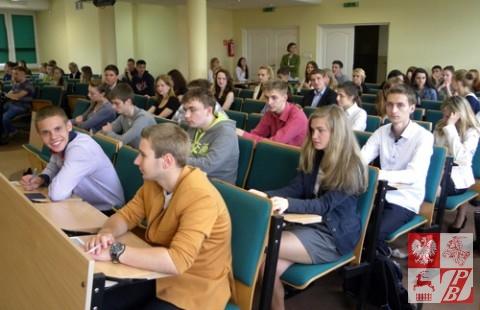 Młodzież polska z Grodzieńszczyzny na egzaminie rekrutacyjnym na studia
