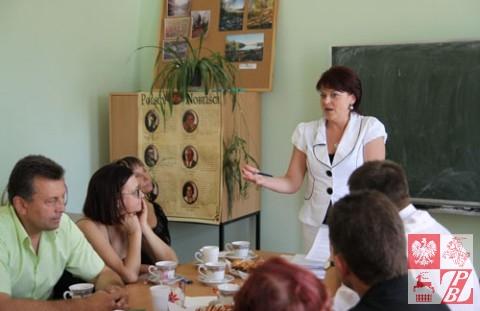 Andżelika Borys referuje ustalenia Komisji ds. wyjaśnienia okoliczności powstania organizacji Forum Polskich Inicjatyw Lokalnych kosztem struktur ZPB