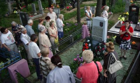 Przy grobie Dzierżyńskich
