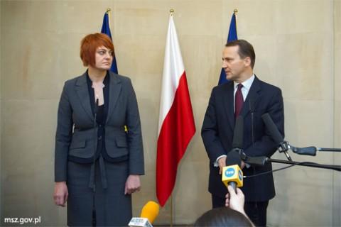 Anżelika Orechwo i Radosław Sikorski