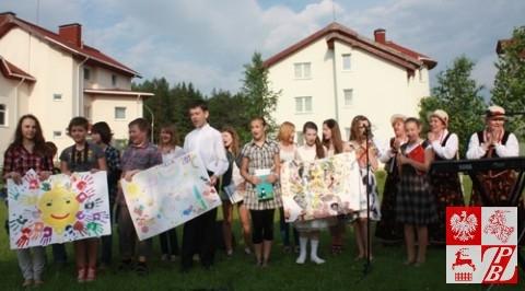 Występują uczniowie Szkoły Społecznej przy ZPB w Mińsku