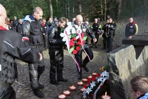 Podczas rajdu motocykliści odwiedzają miejsca polskiej pamięci narodowej. fot.: www.rajdkatynski.net