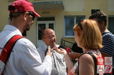 Adwokat Uładzimir Kisialewicz komentuje orzeczenie sądu dziennikarzom