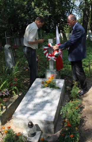 Wojstom. Mogiła Antoniego Strechla, legionisty Wojk Polskich, zmarego od ran w 1920 roku