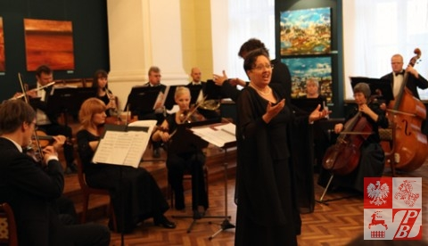 Śpiewa Anna Jeremus-Lewandowska - sopran