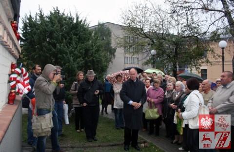 Modlitwa uczestników uroczystości żałobnych