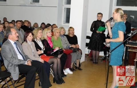 Przemawia wiceprezes ZPB i dyrektor Szkoły Helena Dubowska