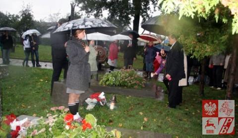 Przy zbiorowej mogile ponad 80-ciu obrońców Grodna