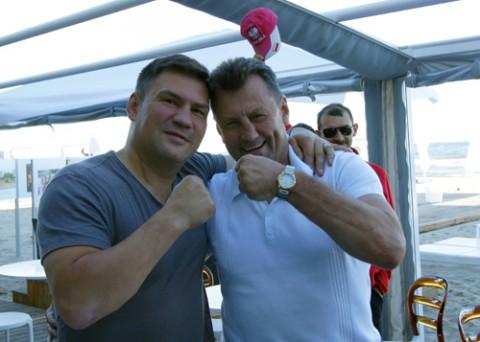 Dariusz Michalczewski chętnie pozował z prezesem ZPB do pamiątkowego zdjęcia