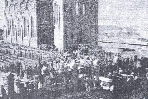 Żołnierze i oficerowie I Korpusu Polskiego w Rosji przy kościele w Bobrujsku składają przysięgę Radzie Regencyjnej w Warszawie, 1918 r.