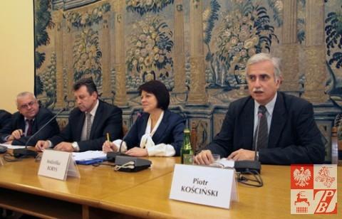 Paneliści panelu poświęconego Karcie Polaka