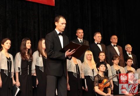 Śpiewa Andrzej Aniśko