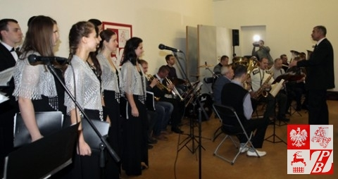 """Grodzieńska Orkiestra Dęta i grupa wokalna chóru """"Głos znad Niemna"""""""