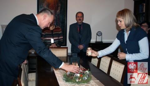 Nauczycielka z Polskiej Szkoły Społecznej przy Związku Polaków na Białorusi także odpala Światełko