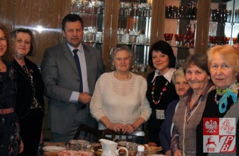 W centrum prezes nowogródzkiego oddziału ZPB Maria Łukoszko