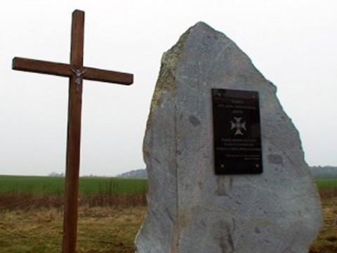 """Pomnik w Kowalkach ku czci Jana Borysewicza """"Krysi"""", fot.: wilnoteka.lt"""