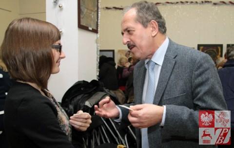 Konsul Zbigniew Pruchniak dzieli się opłatkiem