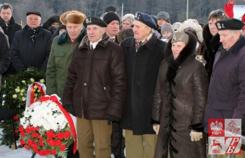 delegacja działającego przy ZPB Stowarzyszenia Żołnierzy Armii Krajowej na czele z prezes, kpt. Weroniką Sebastianowicz