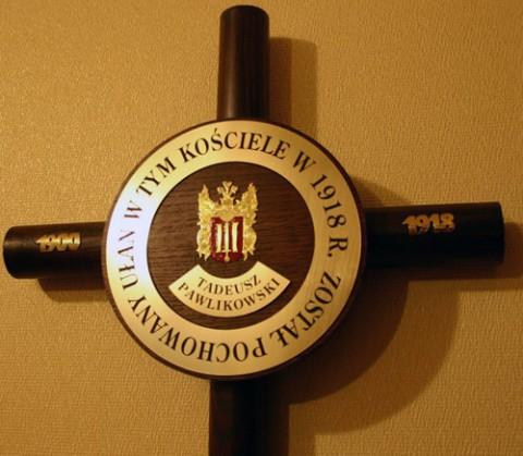 Krzyż z tabliczką ku czci Tadeusza Pawlikowswkiego, fot.: Dionizy Sałasz