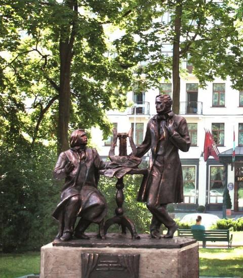 Projekt pomnika Stanisława Moniuszki (po prawej) i Wincentego Dunina-Marcinkiewicza, fot.: facebook.com