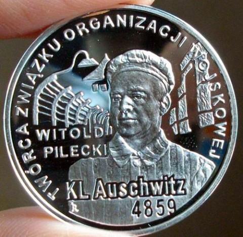 Srebrna moneta wyemitowana przez NBP na wniosek Fundacji Paradis Judaeorum z okazji 65.rocznicy oswobodzenia KL Auschwitz, fot.: Mementomori.salon24.pl