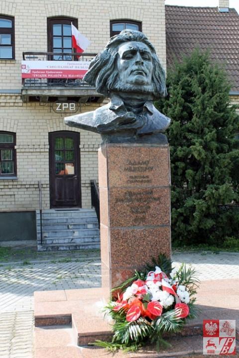 Pomnik_mickiewiczowi