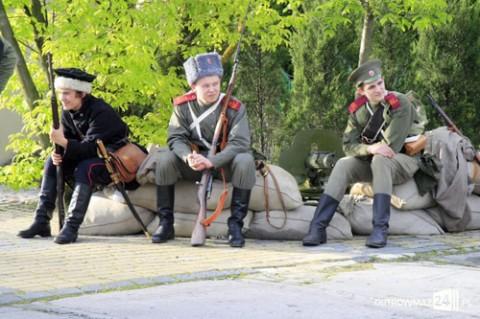 Powstaniec i żołnierze rosyjscy