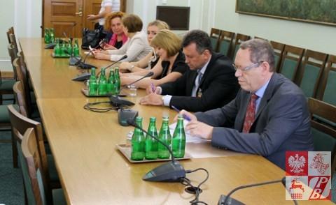 Posiedzenie_Komisji_Sejmowej_w_sprawie_ZPB_07