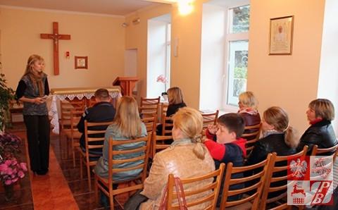 Przemawia Katarzyna Baszkiewicz, działaczka ZPB i lekarka w miejscowej przychodni