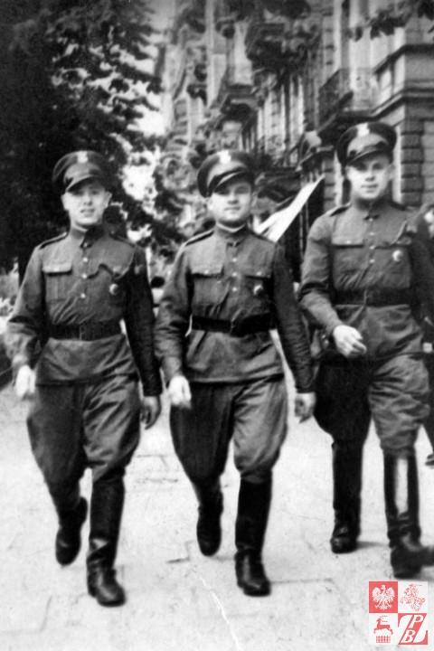 |Warszawa 1931r. -Franciszek Bubnowicz (z lewej) z kolegami