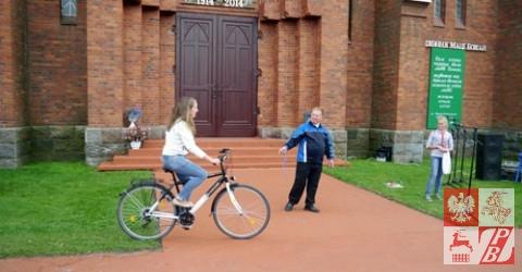 Wygrany na loterii rower i jego szczęśliwa właścicielka