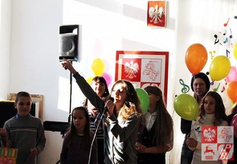 Zofia Borel wykonuje na bis piosenkę, z którą zdobyła Grand Prix