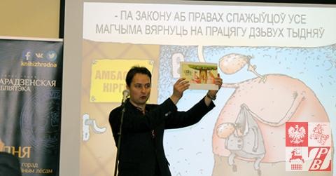 Franek Wiaczorka otwiera prezentację albumu satyrycznych obrazków i wierszy