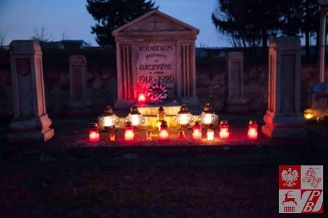 Wolkowysk_Odnowienie_schodow_na_Cmentarzu