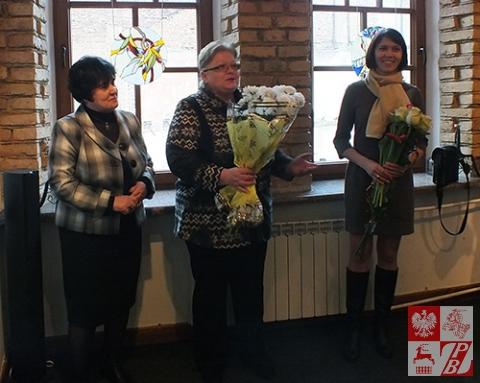 Marina Zagidulina i Walentyna Brysacz składają Snieżanie Witeckiej gratulacje z okazji otwarcia kolejnej personalnej wystawy