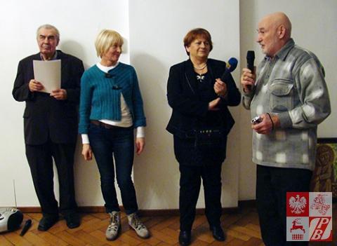 Na otwarciu wystawy przemawia Ryszard Dalkiewicz