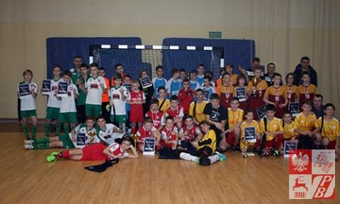 Zdjęcie pamiątkowe uczestników gier finałowych turnieju