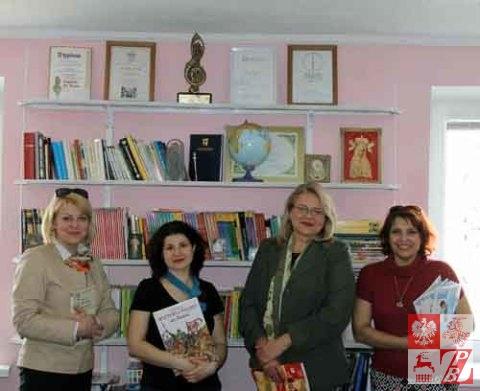 Minsk_Przekazywanie_ksiazek_nauczycielom_01