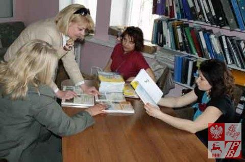 Minsk_Przekazywanie_ksiazek_nauczycielom_02