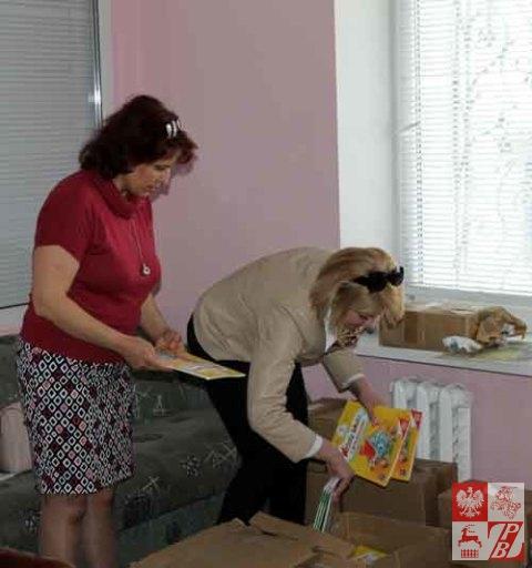 Minsk_Przekazywanie_ksiazek_nauczycielom_03
