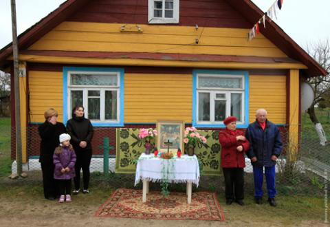 Jedna ze stacji na Drodze Krzyżowej w Oszmianie , fot.: Wasilij Fiedosienko/Reuters
