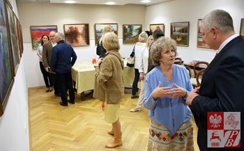 Genadiusz Picko rozmawia z wielbicielką swojej twórczości z Białegostoku