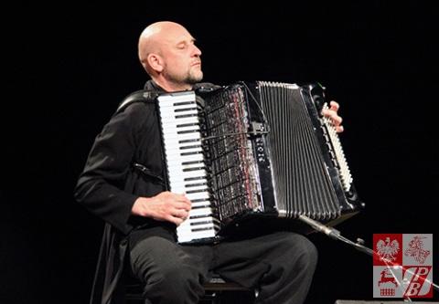 Janusz Wojtarowicz, założyciel i lider zespołu Motion Trio