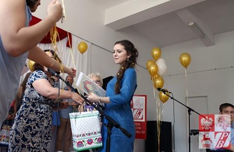 Bożena Worono odbiera Dyplom za II miejsce
