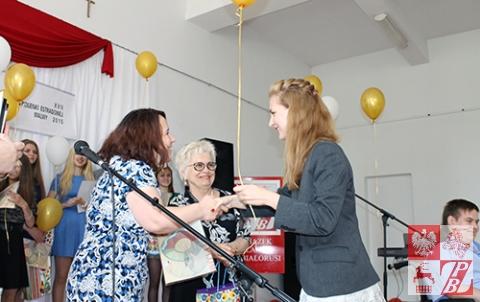 Irena Kutuzowa odbiera Dyplom z wyróżnieniem