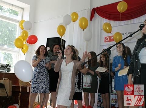Na bis z piosenką o zakochanych śpiewa zwyciężczyni Weronika Daszina