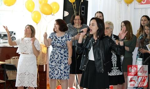 Władysława Jakimiuk śpiewa piosenkę, z którą zwyciężyła, na bis