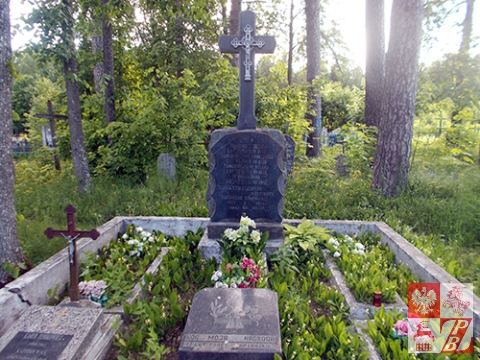grobowiec rodzinny Tomkowiczów na cmentarzu w Kościeniewiczach