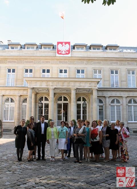 Przed Pałacem Monako, będącym rezydencją Ambasadora RP we Francji